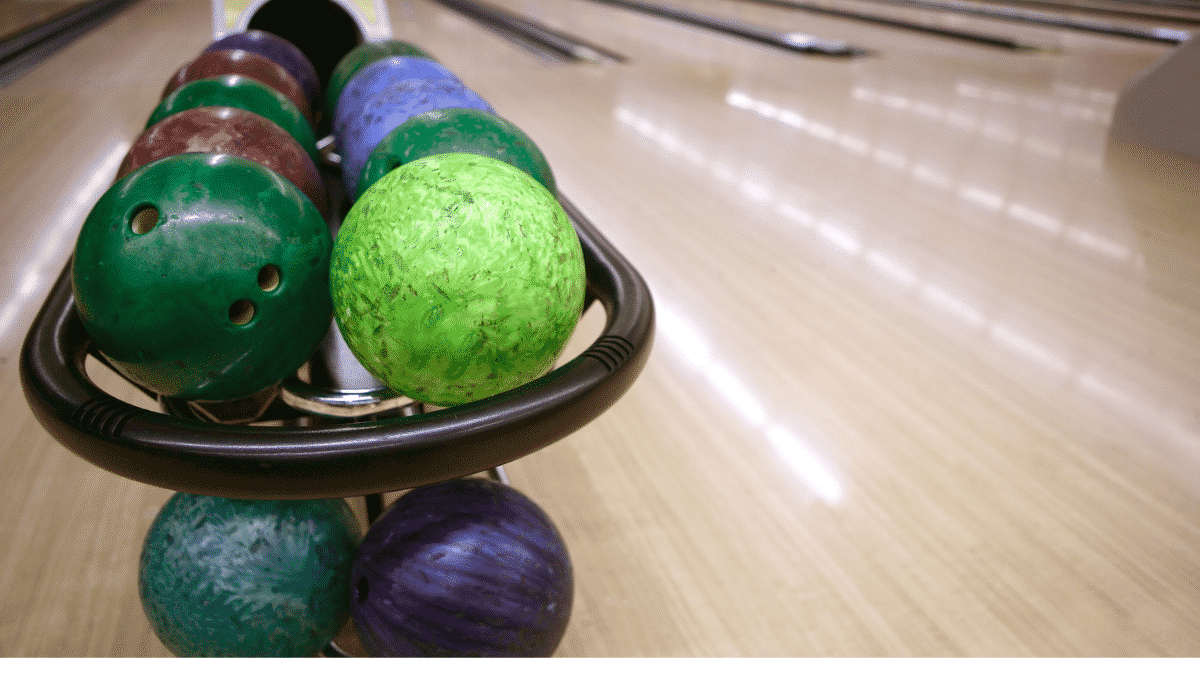 two layers of arranged bowling bowls with different colors